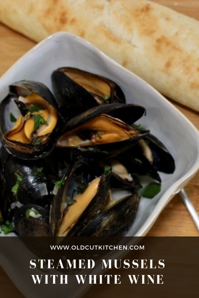 steamed mussels in white wine with garlic and onion