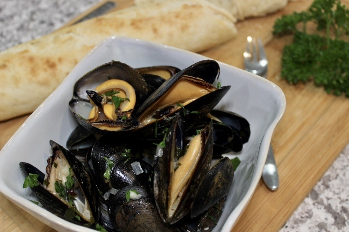 Steamed Mussels with White Wine, Lemon and Garlic