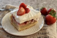 strawberry custard cream bars
